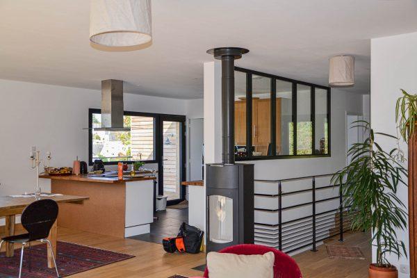 Maison ossature bois, cuisine, vitrage atelier, garde-corps