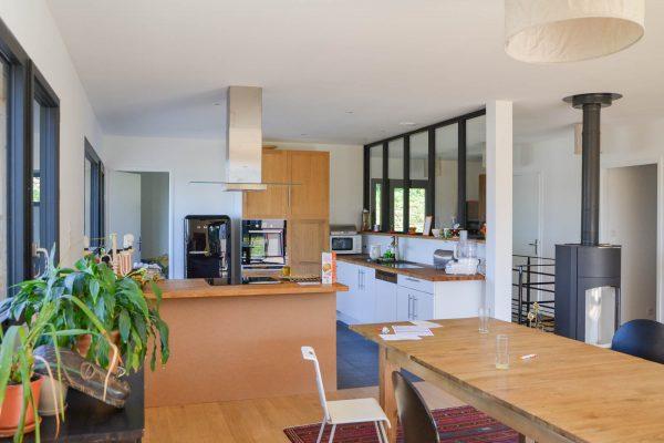 Cuisine maison ossature bois, vitrage atelier