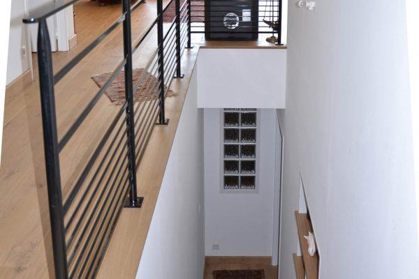 Escaliers maison ossature bois , pavés de verre, garde-corps