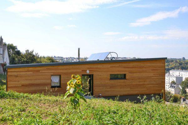 Maison ossature bois , panneaux solaires production d'eau chaude
