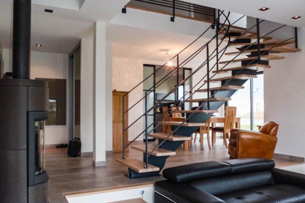 maison ossature bois - escalier limon central métal