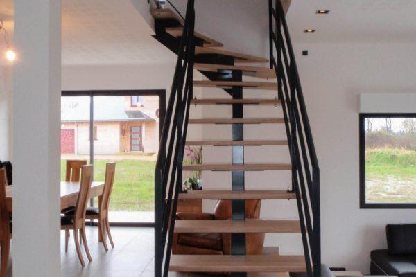 maisone ossature bois - escalier limon central métal