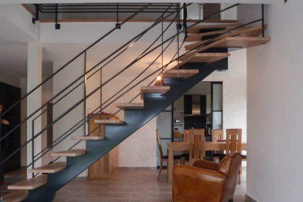 maison e ossature bois - escaliers limon central métal