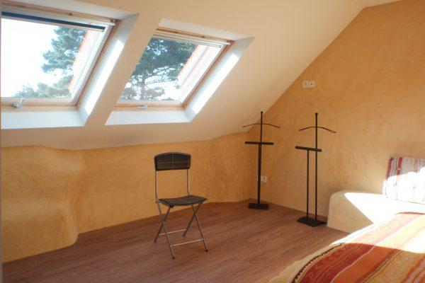 Rénovation et extension. Isolation chaux-chanvre, peinture à la chaux.