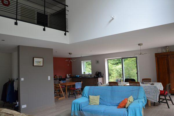 Salon maison ossature bois et mezzanine