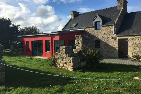 Extension moderne sur corps de ferme traditionnel